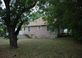 304 West Neely Avenue, Comanche, Texas 76442, ,Homes,For Sale,West Neely Avenue,1005